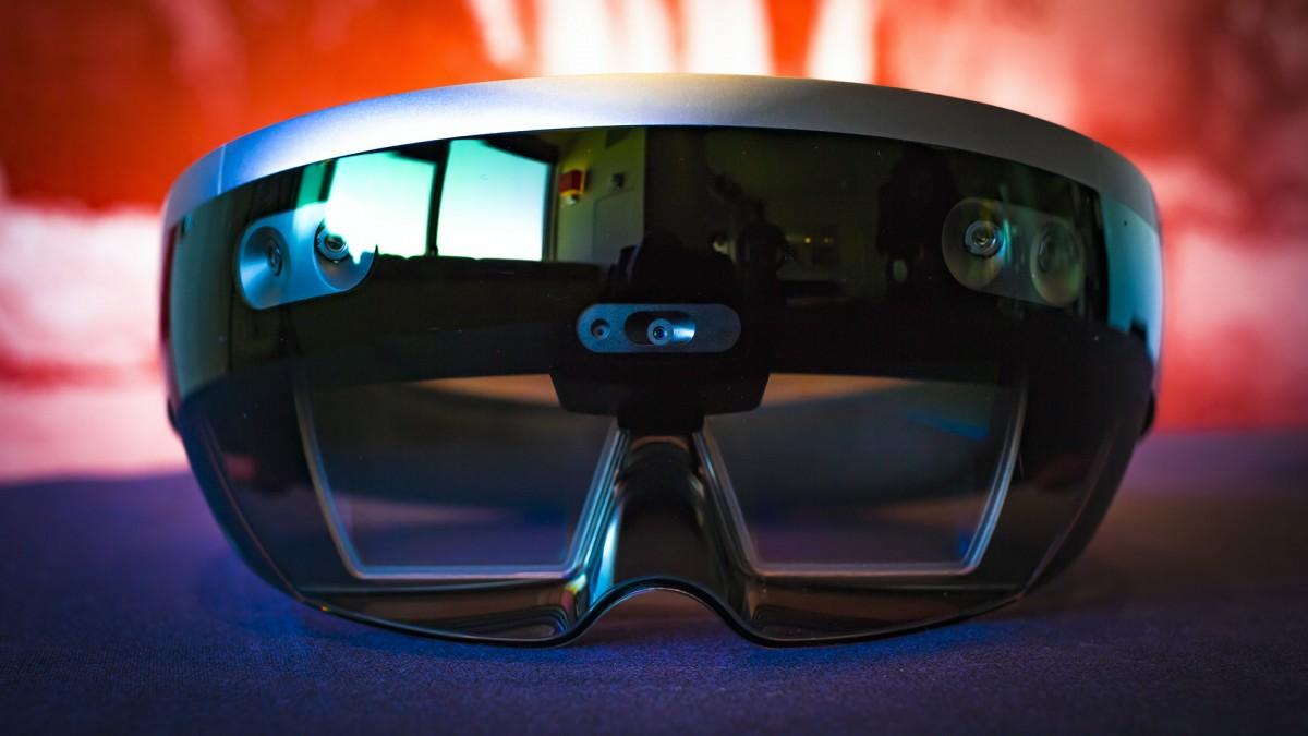 Первый взгляд на Microsoft HoloLens